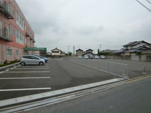 road_and_pavement_building_for_rent2